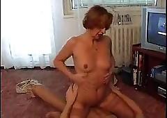 Moden Kvinde & Ung Fyr -..